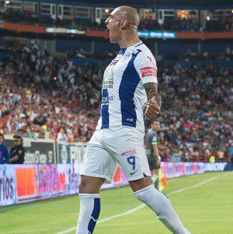 Ariel Nahuelpán festeja gol con Pachuca