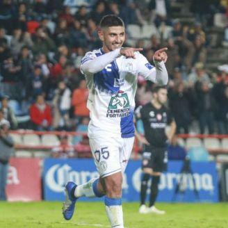 Víctor Guzmán celebra el gol con Pachuca