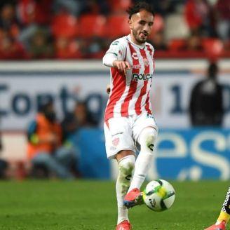 Guzmán durante un partido con Necaxa