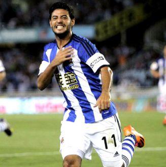 Carlos Vela celebra una anotación con la Real Sociedad