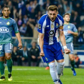 Herrera festeja gol contra Vitoria Setubal