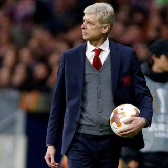 Arsene Wenger en el banquillo del Arsenal