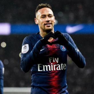 Neymar festeja gol en el PSG