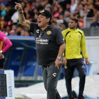 Maradona da indicación en juego de Dorados