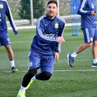 Lionel Messi durante un entrenamiento con la Albiceleste