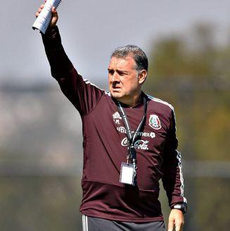Tata Martino, durante una práctica con México