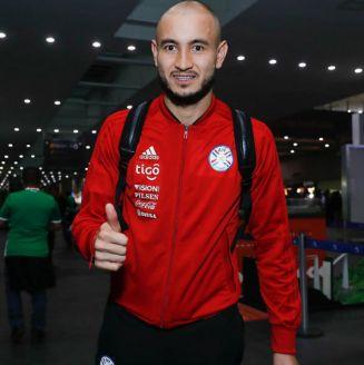González llega a la Ciudad de México para reportarse con Pumas