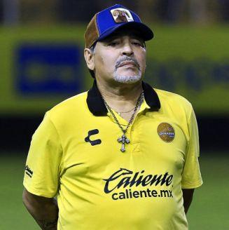 Diego Maradona durante un encuentro ante el Atlético San Luis
