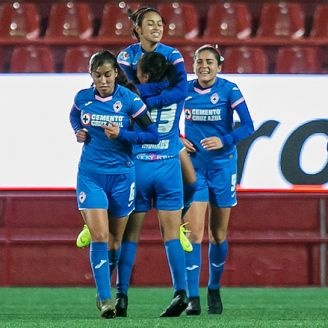 Jugadoras de Cruz Azul celebran gol contra Xolos