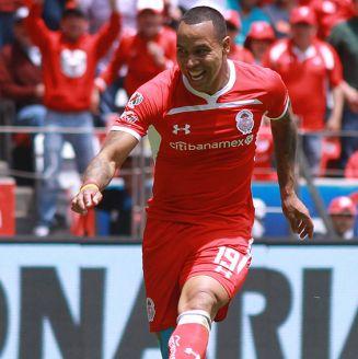 Felipe Pardo dispara para anotar gol contra Rayados