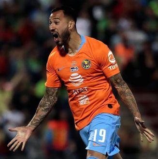 Aguilera festeja tras marcar el penalti contra Juárez