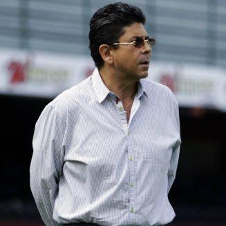 Fidel Kuri observa el entrenamiento de Veracruz