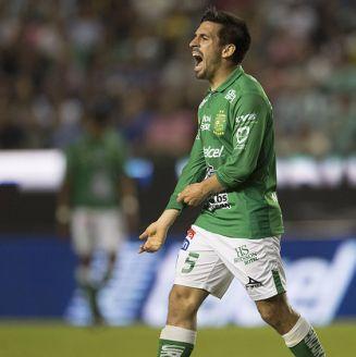 Fernando Navarro se lamenta en juego de León