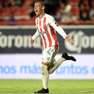 Cristian Calderón celebra su anotación ante Gallos