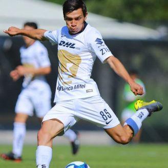 Bryan Lozano, durante un partido con Pumas