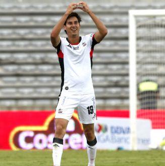 Mauro Lainez celebra un gol ante Morelia