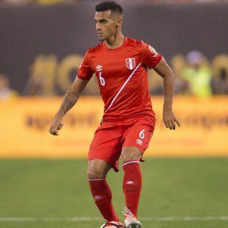 Miguel Trauco durante un juego con la Selección de Perú