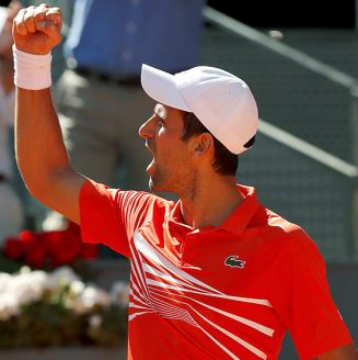 Novak Djokovic celebra victoria en Abierto de Madrid