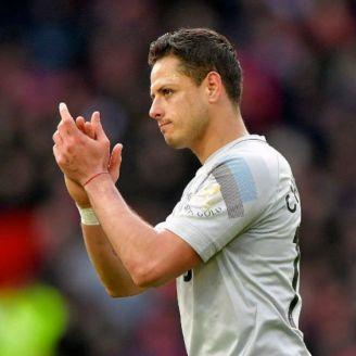 Hernández aplaude en un partido del West Ham