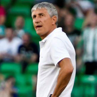 Quique Setién durante un partido contra el Huesca