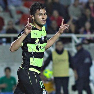 Ulises Dávila, festejando en un partido durante su etapa como jugador de Santos Laguna
