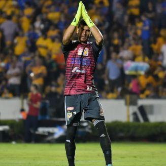Nahuel Guzmán durante un partido contra León
