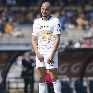 Carlos González, durante un juego de Pumas