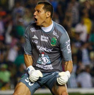 Rodolfo Cota festeja triunfo con La Fiera