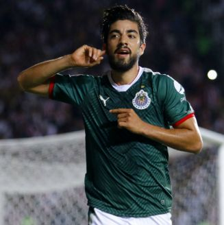 Rodolfo Pizarro celebra una anotación frente a Morelia