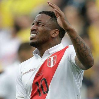 Jefferson Farfán se lamenta durante el Perú vs Brasil