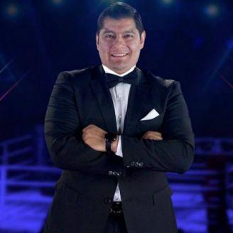 Carlos Aguilar posa para la fotografía