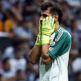 Nahuel Guzmán se lamenta en juego de Tigres