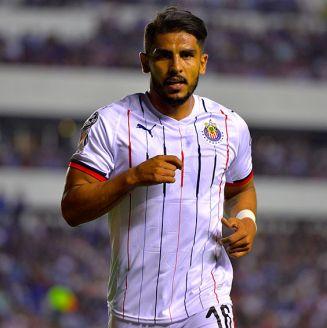 Miguel Ponce en un partido con Chivas