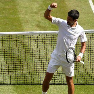 Novak Djokovic celebra victoria en Wimbledon