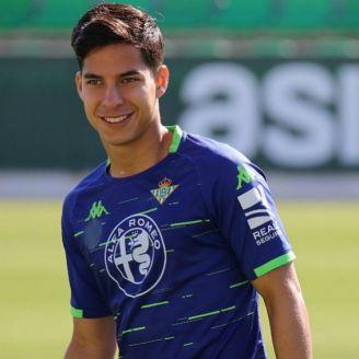 Diego Lainez en un entrenamiento con el Betis