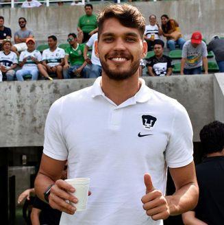 Nicolás Freire observa un partido de Pumas