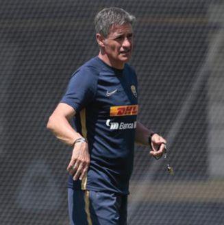 Míchel González en los entrenamientos de Pumas