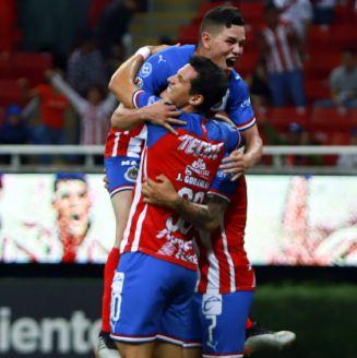 Chivas celebra un gol frente a Santos en Copa MX