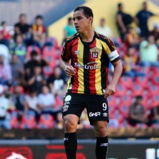 Omar Bravo, en un partido de Leones Negros