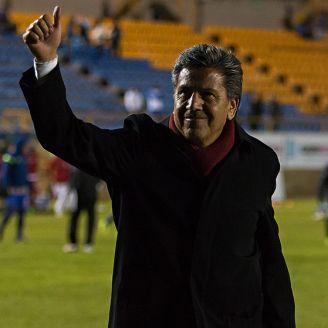 Raúl Arias saluda a los aficionados en su etapa con San Luis
