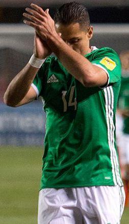 Chicharito Hernández en un partido con el Tri
