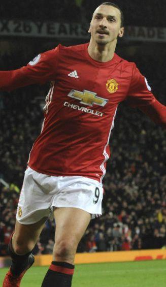 Ibra festeja un gol con el United durante la temporada pasada