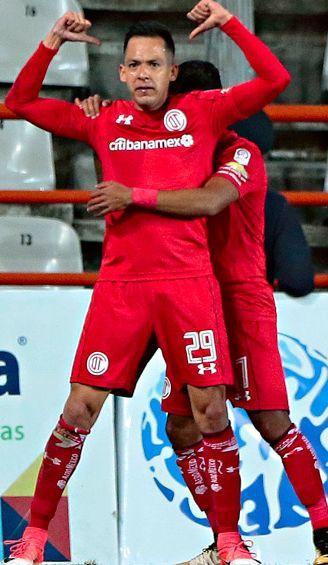 Salinas festeja un gol con Toluca en el A2017