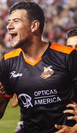 Luis Guillermo Madrigal festeja gol contra los Potros