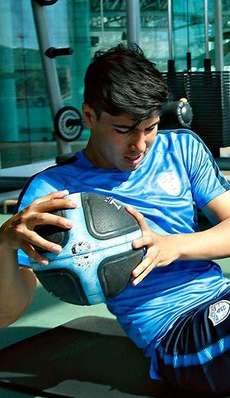 Erick Gutiérrez en trabajo de recuperación en el gimnasio