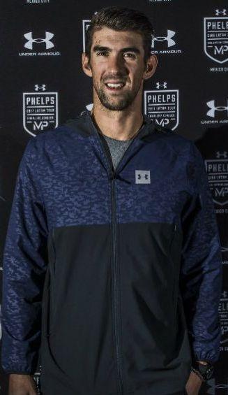 Michael Phelps posa para la cámara de RÉCORD