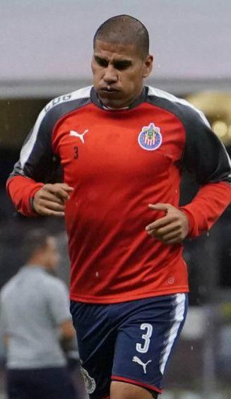 Carlos Salcido, previo a un juego en el A2017 con Chivas