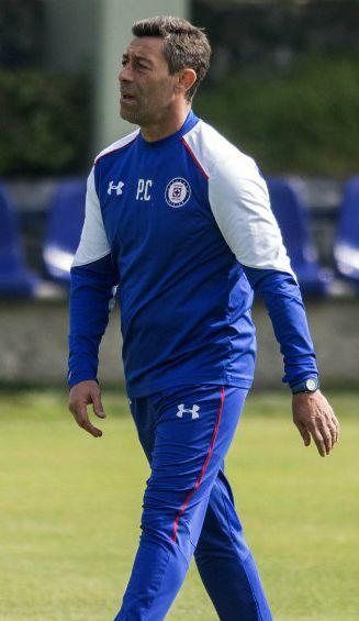 Pedro Caixinha durante el entrenamiento de Cruz Azul
