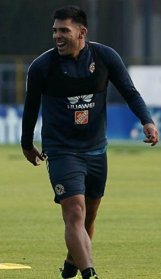 Silvio Romero luce muy feliz en una práctica con América en Coapa