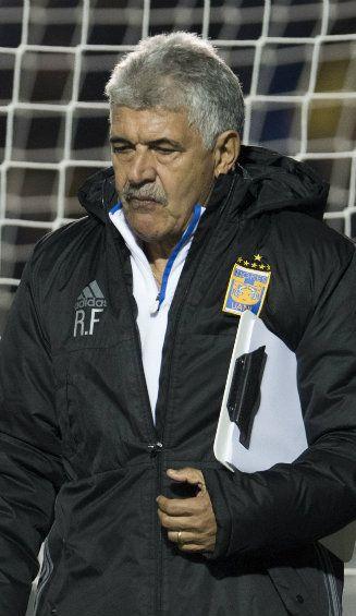 Tuca Ferretti después de un partido con los Tigres en el Volcán
